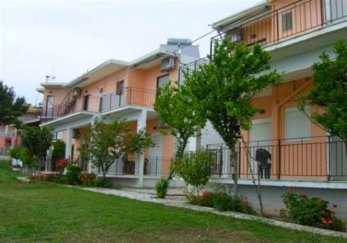 Tsoumas Apartments image1