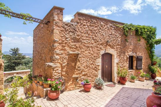Samonas, traditional villas image11